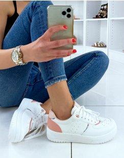 Baskets blanches à détails roses
