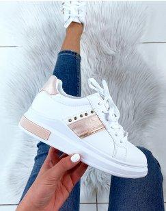 Baskets blanches à empiècement rose