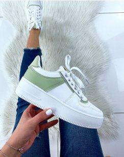 Baskets blanches à empiècement vert