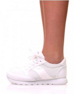 Baskets blanches en toile à lacets et à semelle blanche