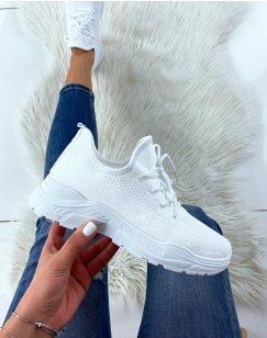 Baskets en tissu blanches à semelle blanche