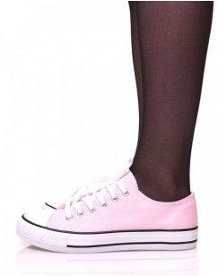 Baskets en toile roses à lacets blancs et liserés noirs