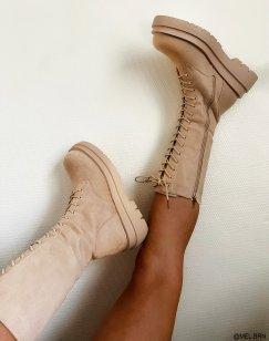 Bottes beiges en suédine hautes à lacets