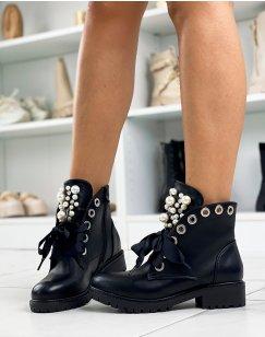 Bottines noires à lacets épais et ajourées de perles