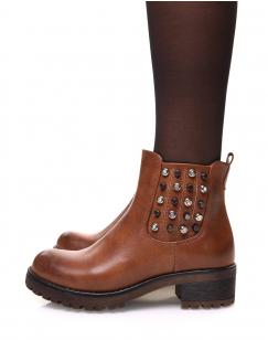 Chelsea boots camelles à détails cloutés