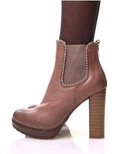 Chelsea boots roses à talons et détails perles