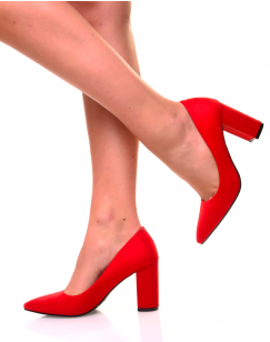 Escarpins en suédine rouges à bouts pointus et talons larges