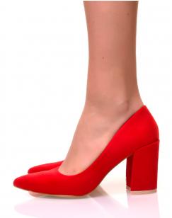 Escarpins en suédine rouges à talons carrés