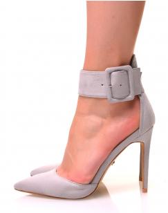 Escarpins gris en suédine à larges brides et bouts pointus