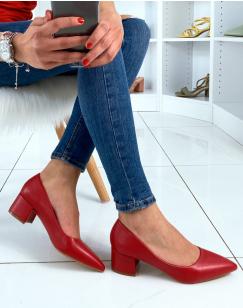 Escarpins rouges à petits talons et à bouts pointus