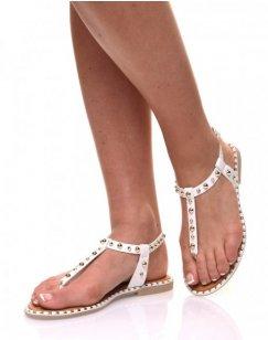 Nu pieds blancs cloutés or