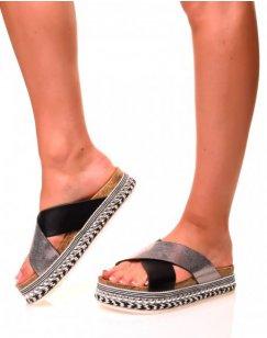 Nu-pieds noirs à semelles compensées à détails