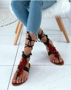 Nu-pieds noirs ornés de perles rouges