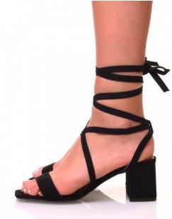 Sandales à petits talons carrés noirs et lacets en suédine