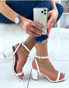 Sandales à talon blanches à chaîne doré