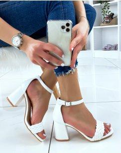 Sandales à talon carré blanches tressées