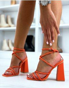 Sandales à talon oranges à multiple brides