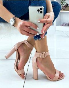 Sandales à talon rose poudré à boucle carrée