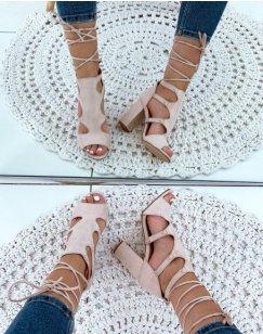 Sandales à talons beiges en suédine