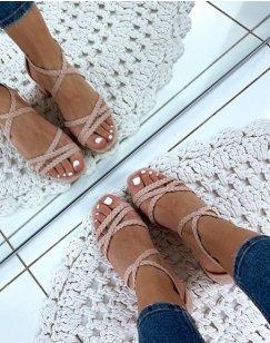 Sandales à talons roses en suédine à brides tressées