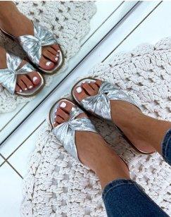 Sandales argentées plates à brides entrecroisées