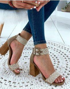 Sandales beiges à lanières fantaisies et à talons carrés
