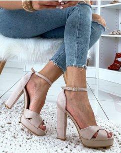 Sandales beiges en suédine à talon carré et à plateforme