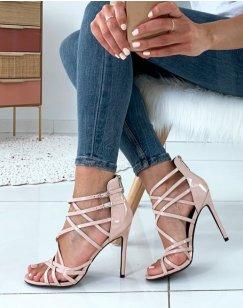 Sandales beiges vernies à multiples lanières entrecroisées et à talons aiguilles