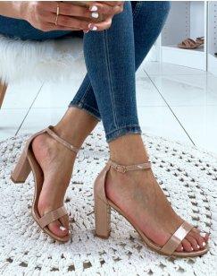 Sandales beiges vernies à talons carrés