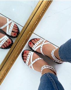 Sandales blanches à multiples brides entrecroisées cloutées