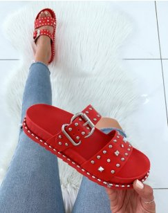 Sandales cloutés rouge à boucle