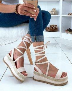 Sandales compensées beiges et en osier à lacets