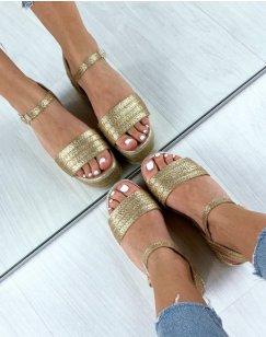 Sandales compensées dorées à brides larges tressées