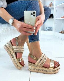Sandales compensées dorées à détails colorés