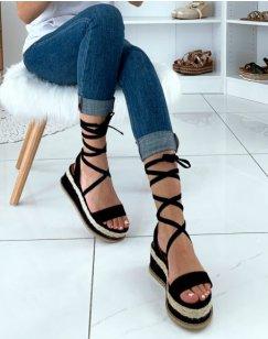 Sandales compensées noires et en osier à lacets
