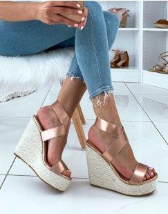 Sandales dorés métalliques à talons compensés