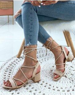 Sandales en suédine beiges à petits talons et à lacets chevilles