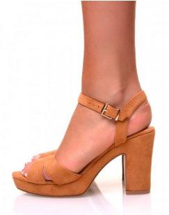 Sandales en suédine camelles à petits talons carrés