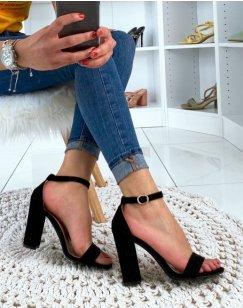 Sandales en suédine noires à talons carrés