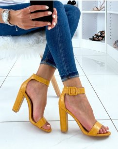 Sandales jaune effet croco à larges brides