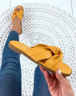 Sandales jaunes plates à brides entortillés