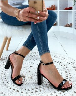 Sandales noires vernies à talons carrés