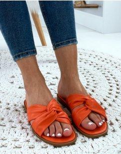 Sandales orangées plates à brides entrecroisées