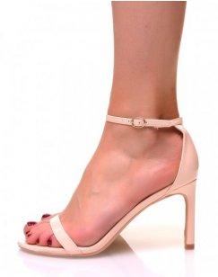 Sandales ouvertes beiges vernis à talons aiguilles