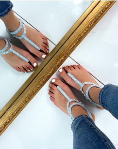 Sandales plates bleues à entre-doigts perlés