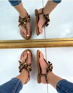 Sandales plates effet léopard à nœud et petite perle