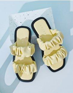 Sandales plates en simili cuir jaune