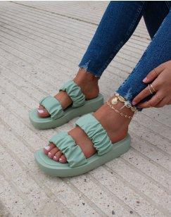 Sandales plates vert pastel à lanières froncés