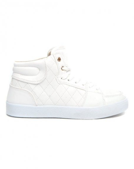Baskets blanc Alicia Shoes surface vernie et capitonnée