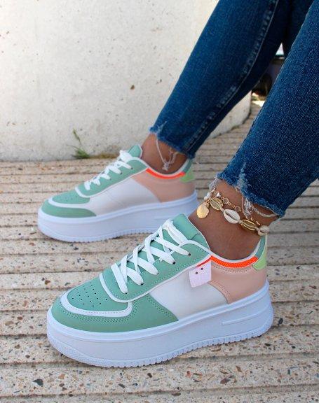 Baskets blanches à empiècements vert pastel